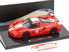Ferrari FXX º 11 de color rojo con rayas blancas 1:43 HotWheels Elite