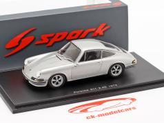 Porsche 911 2.4 Baujahr 1973 silbergrau 1:43 Spark