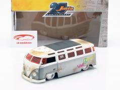 Volkswagen VW Bus Bouwjaar 1962 zilver / wit 1:24 Jada Toys