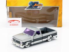 Chevy Cheyenne Pick up year 1972 silver / black 1:24 Jada Toys