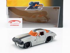 Chevy Corvette Stingray Bouwjaar 1963 zilver / zwart 1:24 Jada Toys