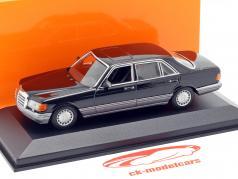 Mercedes-Benz 560 SEL (V126) ano de construção 1990 preto 1:43 Minichamps