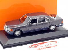 Mercedes-Benz 560 SEL (V126) ano de construção 1990 violeta metálico 1:43 Minichamps