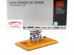 Alfa Romeo 8C 2900 B Baujahr 1938 Motor mit Vitrine 1:18 CMC