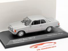 Mercedes-Benz 280 CE (W123) anno di costruzione 1976 argento astrale metallico 1:43 Minichamps