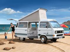 Volkswagen VW T3 Camper kit white 1:25 Revell