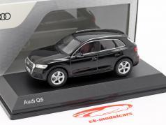 Audi Q5 神話 ブラック 1:43 iScale
