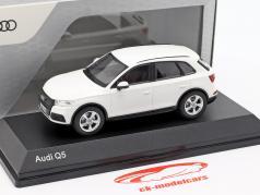 Audi Q5 アイビス ホワイト 1:43 iScale