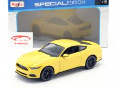 Ford Mustang ano 2015 amarelo 1:18 Maisto