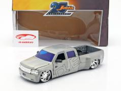 Chevy Silverado Dooley Pick-Up year 1999 silver 1:2
