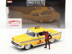 Chevy Bel Air Taxi 1957 com figura filme Deadpool (2016) amarelo 1:24 Jada Toys