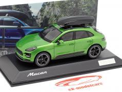 Porsche Macan S med tagboks Opførselsår 2018 mamba grøn metallisk 1:43 Spark