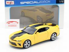 Chevrolet Camaro SS ano de construção 2016 amarelo / preto 1:18 Maisto