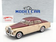 Rolls Royce Silver Cloud III Flying Spur door Mulliner 1965 goud / rood 1:18 Model Car Group