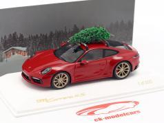 Porsche 911 (992) Carrera 4S carmim vermelho com árvore de Natal 1:43 Spark