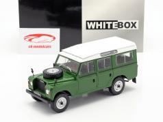 Land Rover Series III 109 año de construcción 1980 verde / blanco 1:24 WhiteBox