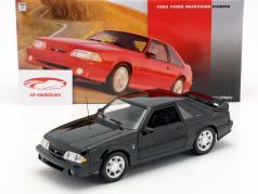 Ford Mustang Cobra Bouwjaar 1993 zwart 1:18 GMP