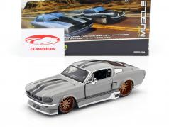Ford Mustang GT 5.0 ano 1967 cinzento 1:24 Maisto