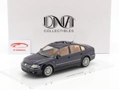 Volkswagen VW Passat W8 berlina anno di costruzione 2001 indigo blu 1:18 DNA Collectibles