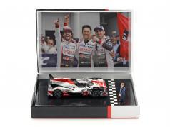 Toyota TS050 Hybrid #8 winnaar 24h LeMans 2018 met figuur 1:43 Spark