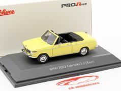 BMW 2002 Cabriolet 2/2 Baur geel 1:43 Schuco