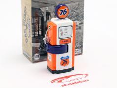 Wayne 100-A Union 76 gas pump 1948 orange / white 1:18 Greenlight