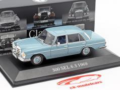 Mercedes-Benz 300 SEL 6.3 (W109) año de construcción 1968-1972 azul claro 1:43 Premium Collectibles