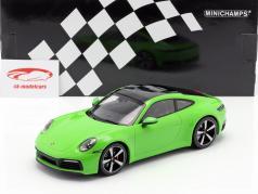 Porsche 911 (992) Carrera 4S Opførselsår 2019 grøn 1:18 Minichamps
