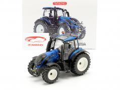 Valtra T214 tractor blauw metalen / zwart 1:32 Wiking