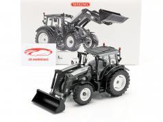 Valtra N123 tractor met voorzijde lader grijs metalen / zwart 1:32 Wiking