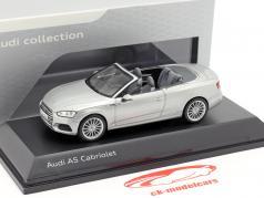 Audi A5 Cabriolet año de construcción 2017 plata Florett 1:43 Spark