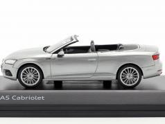 Audi A5 Cabriolet 建造年份 2017 florett银 1:43 Spark