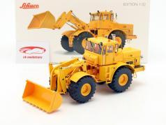 Kirovets K-700 M com frente carregador amarelo 1:32 Schuco