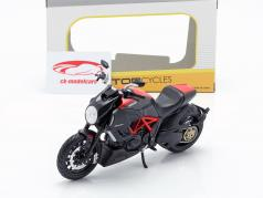 Ducati Diavel Carbon sort / rød 1:12 Maisto