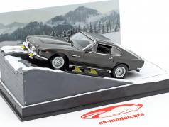 Aston Martin V8 Vantage bil af James Bond filmen The Living Daylights 1:43 Ixo