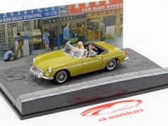 MGB James Bond Movie Car mit Figuren The Man with the golden gun (1974) 1:43 Ixo