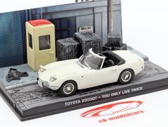 Toyota 2000GT película de Bond James You Only Live Twice coche blanco una y cuarenta y tres Ixo