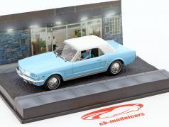 Ford Mustang Convertible James Bond Movie Car bola de fuego celeste 1:43 Ixo