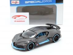 Bugatti Divo Bouwjaar 2018 mat grijs / licht blauw 1:24 Maisto