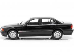 BMW 740i E38 1.Serie Bouwjaar 1994 zwart metallic 1:18 KK-Scale