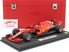 S. Vettel Ferrari SF71H #5 Winnaar Canadees GP F1 2018 met Showcase en Leren doos 1:18 BBR