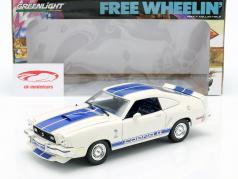 Ford Mustang Cobra II 2 O Mustang Garagem Ano 1976 branco / azul 1:18 Greenlight