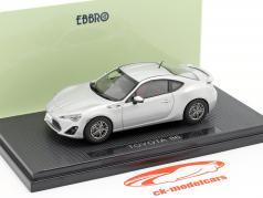 Toyota 86 zilver / zilver 1:43 Ebbro