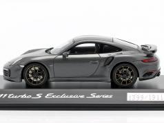Porsche 911 (991) Turbo S Exclusive Series gris métallique, noir 1:43 Spark