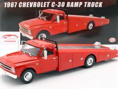 Chevrolet C-30 Ramp Truck Año de construcción 1967 rojo 1:18 GMP