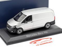 Mercedes-Benz Vito 建设年份 2015 银 1:43 Norev