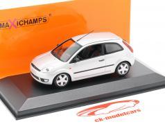 Ford Fiesta Baujahr 2002 silber 1:43 Minichamps