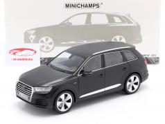 Audi Q7 Baujahr 2015 matt schwarz 1:18 Minichamps
