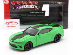 Chevrolet Camaro SS year 2017 green / black 1:18 AutoWorld