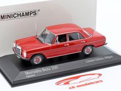 Mercedes-Benz 200D (W114/115) 建設年 1968 赤 1:43 Minichamps